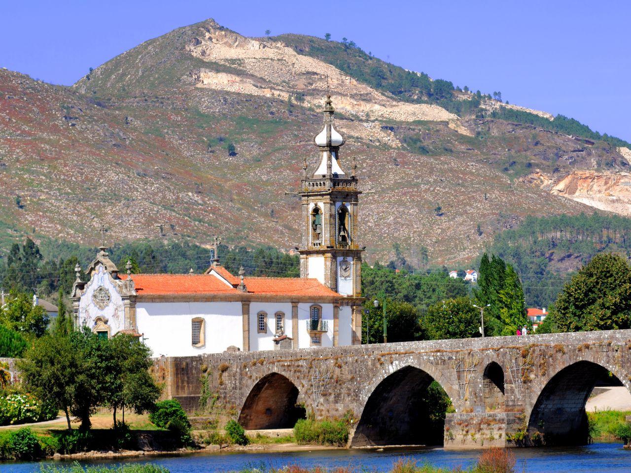 portugal-ponte-de-lima-san-antonio-kirche-tmax-fotolia-x