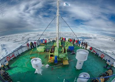 Ortelius-im-Packeis-Spitzbergen-Arjen-Drost-Oceanwide-Expeditions-PolarisTours